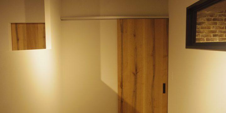 オーク材のドア