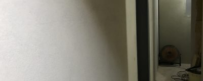 珪藻土壁の下地と玄関のモルタル壁【大阪市戸建住宅リノベーション】