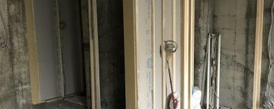 電気配線や設備配管の下準備に入っています(神戸市リノベーション)