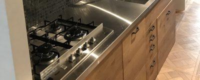 「必見!」キッチンのステンレス天板選びで迷ったら!建築士が徹底解説!