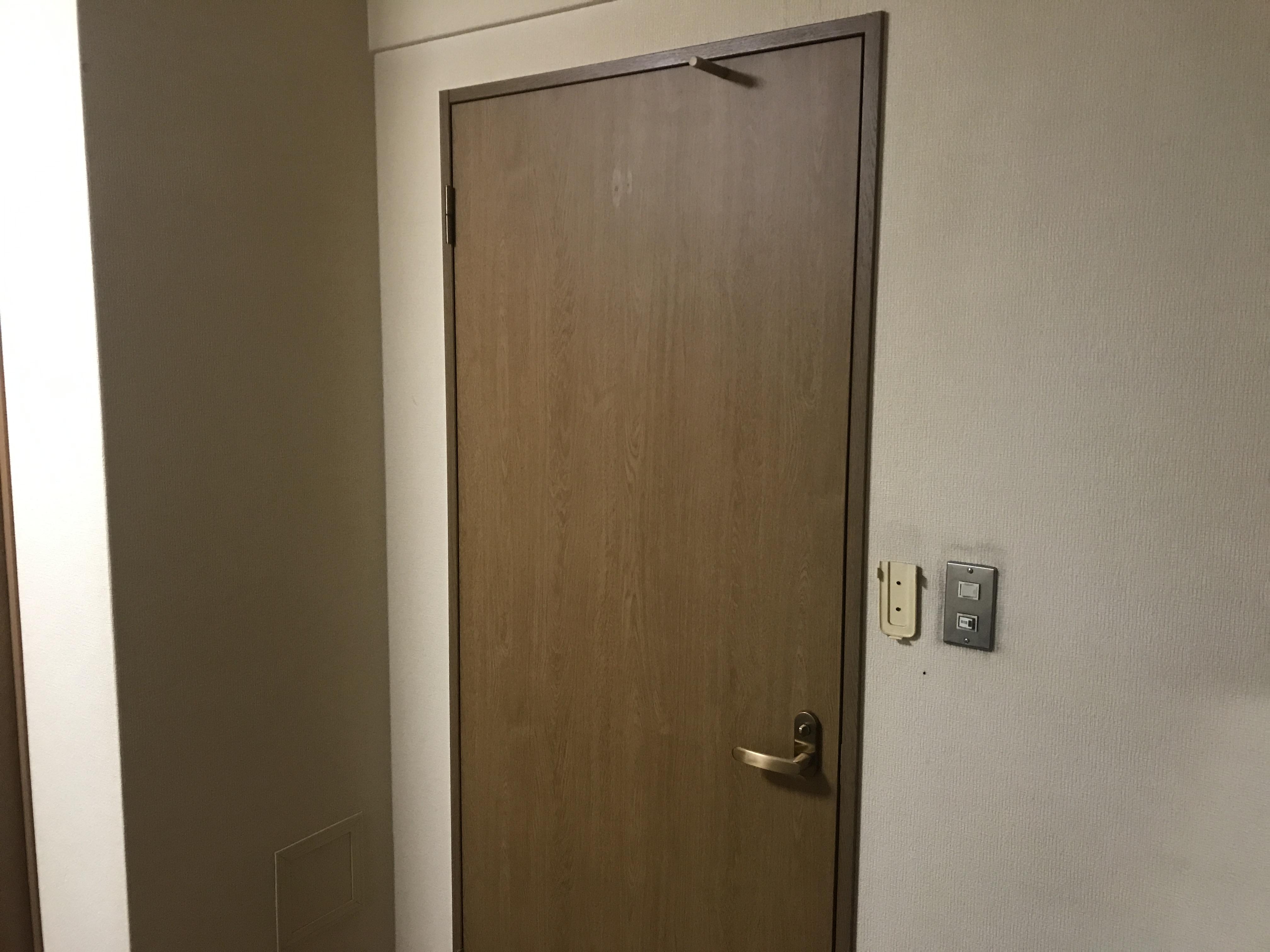 木目プリントのドア
